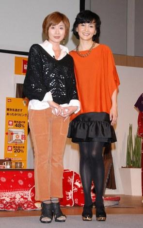 『イオン応援暖』記者発表会に出席した(左から)司会の富永美樹、南果歩 (C)ORICON DD inc.