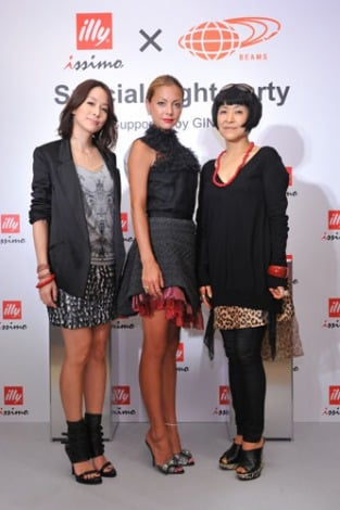 『illy issimo × BEAMS 十五夜のスペシャルナイトパーティー Supported by GINZA』イベントに出席した(左から)内田恭子、土屋アンナ、生駒芳子
