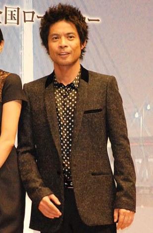 映画『夜明けの街で』完成披露試写舞台あいさつを行った、主題歌を歌う久保田利伸 (C)ORICON DD inc.