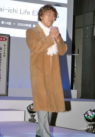 2004年頃の『冬のソナタ』ブームを再現したコントでヨン様に扮した山西惇 (C)ORICON DD inc.