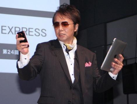 近年のブログ、ソーシャルネットワーク、Twitterなどに翻弄されるサラリーマンをコントにした入江雅人