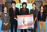 斉藤和義(中央)のPV撮影を表敬訪問した(左から)忽那汐里、長谷川博己、松嶋菜々子、相武紗季