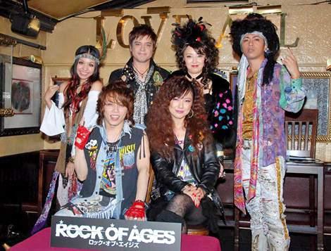 ミュージカル『ROCK OF AGES』の記者発表会に出席した(前列左から)西川貴教、島谷ひとみ、(後列左から)misono、川平慈英、高橋由美子、山崎裕太 (C)ORICON DD inc.