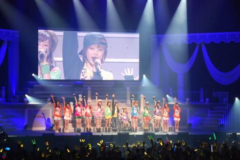 最後は全員で歌唱し高橋はモーニング娘。を卒業