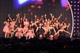 アイドリング!!!メンバー20人が揃ってのライブは、華やかでバラエティに富んだ内容でファンを魅了する。