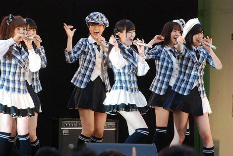 第1回NHK・民放連共同ラジオキャンペーン『はじめまして、ラジオです。』のオープニングセレモニーに登場したAKB48 (C)ORICON DD inc.