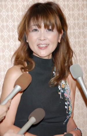サムネイル 弟・林家三平と国分佐智子夫妻の結婚披露宴に出席した泰葉 (C)ORICON DD inc.