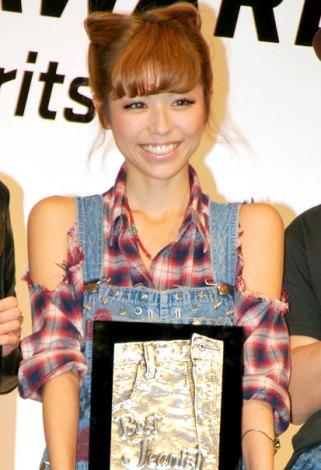 第28回『ベストジーニスト2011』を受賞した若槻千夏 (C)ORICON DD inc.