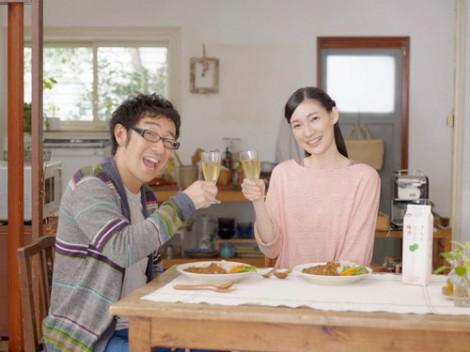 『さらりとした梅酒』の新CMに出演する(左から)東京03・角田晃広、マイコ
