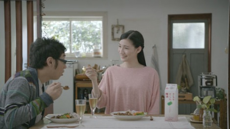 『さらりとした梅酒/ダイニング・カレー』篇CMカット