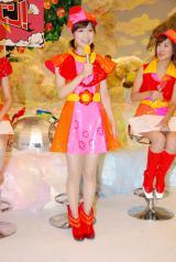 花をイメージした衣装に身を包んだ竹内友佳アナ
