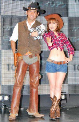 映画『カウボーイ&エイリアン』のトークイベントに出席した(左から)照英、熊田曜子 (C)ORICON DD inc.