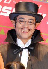 『映画 怪物くん』の完成披露舞台あいさつに劇中衣装で登壇した八嶋智人 (C)ORICON DD inc.