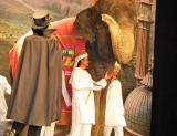 『映画 怪物くん』の完成披露舞台あいさつの様子、嵐・大野智は重量4.1トンの巨大象に乗って登場した (C)ORICON DD inc.