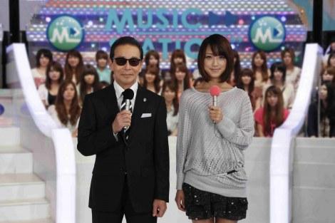 『ミュージックステーション』の司会を務めるタモリ、サブ司会の竹内由恵アナ