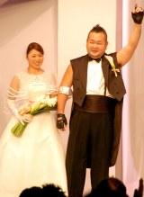 昨年12月にライブ形式の結婚式を挙げていたハチミツ二郎&元メロン記念日・斉藤瞳夫妻 (C)ORICON DD inc.