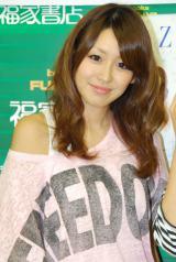写真集『一期一会 ZONE〜2011年8月の軌跡〜』発売イベントを行ったZONEのTOMOKA (C)ORICON DD inc.