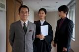 第1話で東京地裁の裁判官を演じる戸田菜穂