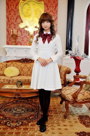 サムネイル ハーフの超セレブお嬢様を演じる篠田麻里子