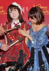 『マダム・タッソー東京』でAKB48・大島優子の等身大フィギュアがお披露目 胸のサイズを確認… (C)ORICON DD inc.