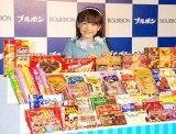 たくさんのお菓子を前にニッコリ (C)ORICON DD inc.