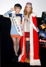 映画『ミッション:8ミニッツ』の公開記念イベントに登場した(左から)鈴木奈々、小森純 (C)ORICON DD inc.