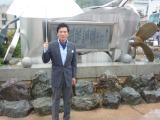 東日本大震災の被害を受けながらも、倒れずに立ち続けている「港町ブルース」歌碑(宮城・気仙沼市 港ふれあい公園)