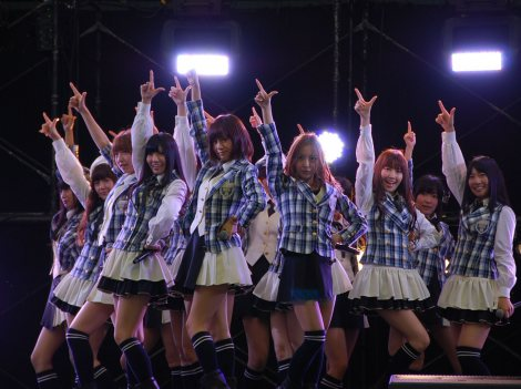 AKB48も「フライングゲット」「会いたかった」など4曲をパフォーマンス