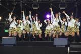 AKB48のチーム4も「未来の果実」「ビバ!ハリケーン」「BINGO!」をイキイキとパフォーマンス