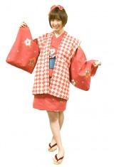 AKB48・篠田麻里子が劇中で7変化!(写真は猫娘) (C)2011「劇場版サラリーマンNEO」製作委員会