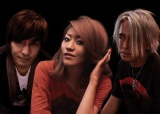 globeの小室哲哉(左)とKEIKO(中央)