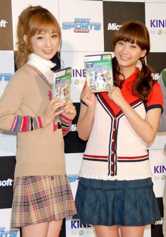 Xbox 360 Kinect専用『Kinect スポーツ:シーズン2』発売記念イベントに出席した(左から)小倉優子、藤本美貴 (C)ORICON DD inc.