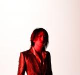デビュー曲「恋スルキモチ」を提供したGLAYのTAKURO