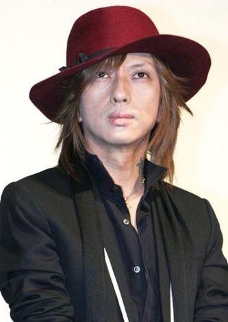 『第24回東京国際映画祭』で上映された、映画『ハードロマンチッカー』の舞台あいさつに出席した主題歌を歌うロックバンド・黒夢の清春