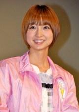 映画『サラリーマンNEO 劇場版(笑)』舞台あいさつに登壇したAKB48・篠田麻里子 (C)ORICON DD inc.
