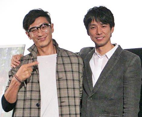 『第24回東京国際映画祭』で上映された映画『セイジ-陸の魚-』の舞台あいさつに登壇した(左)から伊勢谷友介監督、西島秀俊 (C)ORICON DD inc.