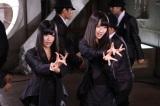 フレンチ・キス(左から倉持明日香、柏木由紀)