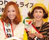 セブン-イレブン・ジャパンの新商品発表記者会見に出席した(左から)小森純、久本雅美 (C)ORICON DD inc.