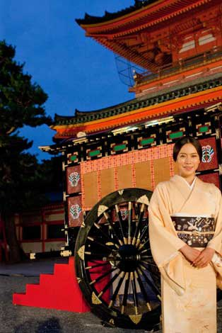京都・平安神宮で行われた映画『源氏物語 千年の謎』のワールドプレミア・イベントに登場した中谷美紀
