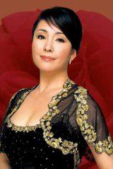 新作映画『綱引いちゃった!』(2012年公開予定)に出演する松坂慶子