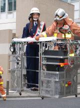 東京・麻布消防署より一日消防署長に任命された片瀬那奈が消防演習 (C)ORICON DD inc.