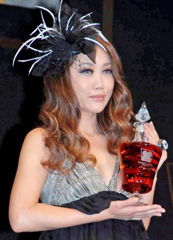 『WHISKY LOVERS AWARD 2011』の「Best Whisky Lover」に選ばれたJUJU (C)ORICON DD inc.