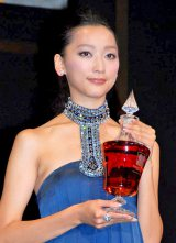 『WHISKY LOVERS AWARD 2011』の「Best Whisky Lover」に選ばれた杏 (C)ORICON DD inc.