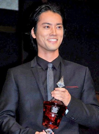 『WHISKY LOVERS AWARD 2011』の「Best Whisky Lover」に選ばれた桐谷健太 (C)ORICON DD inc.