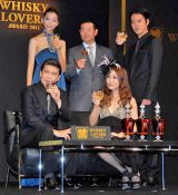 『WHISKY LOVERS AWARD 2011』の「Best Whisky Lover」に選ばれた(左上から時計回りに)杏、桑田真澄氏、桐谷健太、JUJU、松本幸四郎 (C)ORICON DD inc.