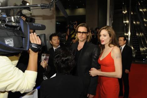 映画『マネーボール』のジャパンプレミアレッドカーペットに夫婦揃って登場した、ブラッド・ピット(左)と妻のアンジェリーナ・ジョリー