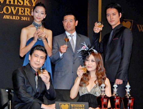 サムネイル 『WHISKY LOVERS AWARD 2011』授賞式に出席した(左上から時計回りに)杏、桑田真澄氏、桐谷健太、JUJU、松本幸四郎 (C)ORICON DD inc.