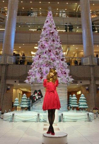 『横浜ランドマークタワー クリスマスキャンペーン』点灯式に登場した小倉優子