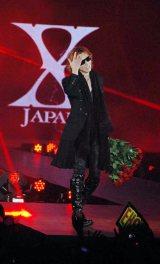 『GirlsAward AUTUMN/WINTER 2011』にスペシャルゲストモデルとして登場した、X JAPANのYOSHIKI (C)ORICON DD inc.