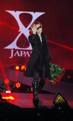 サムネイル 『GirlsAward AUTUMN/WINTER 2011』にスペシャルゲストモデルとして登場した、X JAPANのYOSHIKI (C)ORICON DD inc.